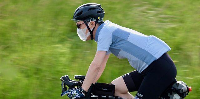 Porter un masque pour éviter la pollution