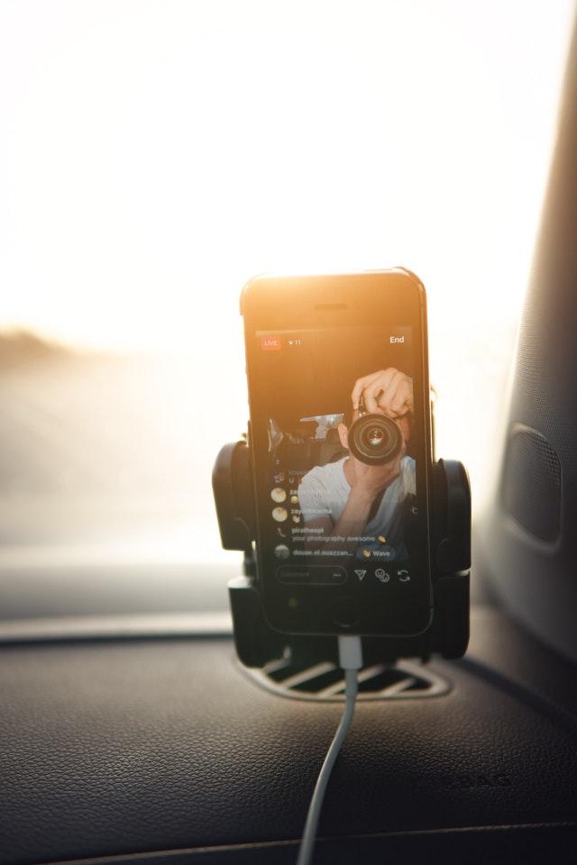 Adopter le support de téléphone en voiture pour plus de sécurité